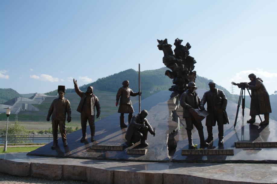 Фото, Хакасия, Саяно-Шушенская ГЭС, памятник строителям