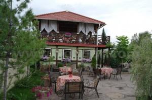 Хакасия, Абакан, парк Сады Мечты, кафе в французском стиле